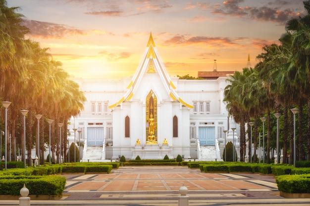 In chantharam oder wat tha sung, einem alten tempel aus der ayutthaya-zeit, uthai thani, thailand.