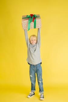 In den weihnachtsferien geschenke geben und bekommen