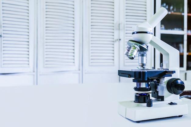 In einem labor mit mikroskop