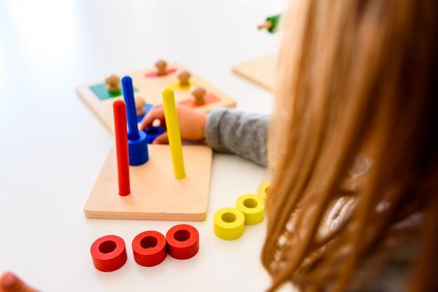 In montessori alternativer pädagogischer ausbildung spezielle materialien
