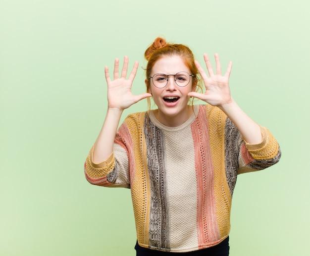 In panik oder wut schreien, schockiert, verängstigt oder wütend, mit den händen neben dem kopf