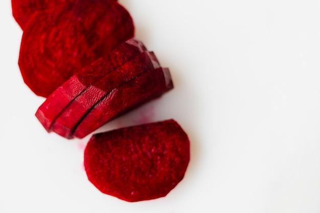 In scheiben geschnittene rote beete hautnah