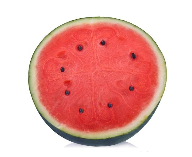 In scheiben geschnittene wassermelone isoliert.