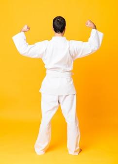 In voller länge aufnahme von mandoing karate