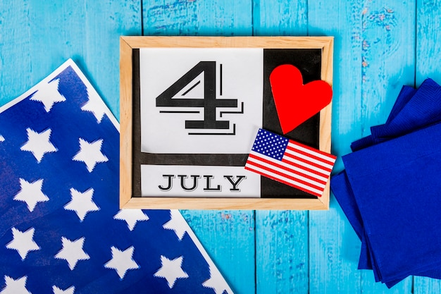 Independence day komposition mit schiefer