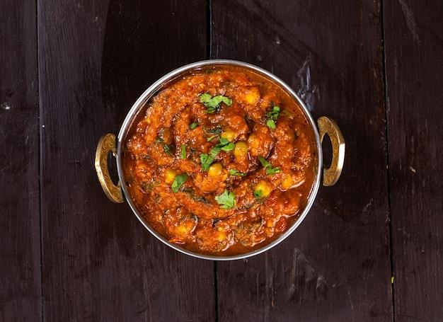 Indian street vegetarisches fast food pav bhaji, hergestellt aus kartoffeln, erbsen, feinem mehl und anderen indischen gewürzen