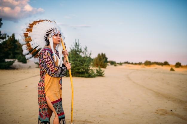 Indianerin gegen gebirgstal