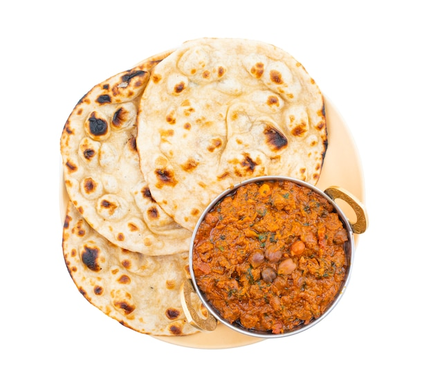 Indische gesunde küche chana masala auf weißem hintergrund