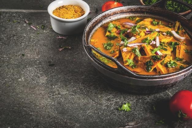Indische lebensmittelrezepte, indischer omelett masala-ei-curry