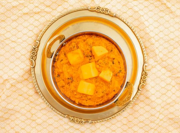 Indische populäre vegetarische küche-käse-butter masala
