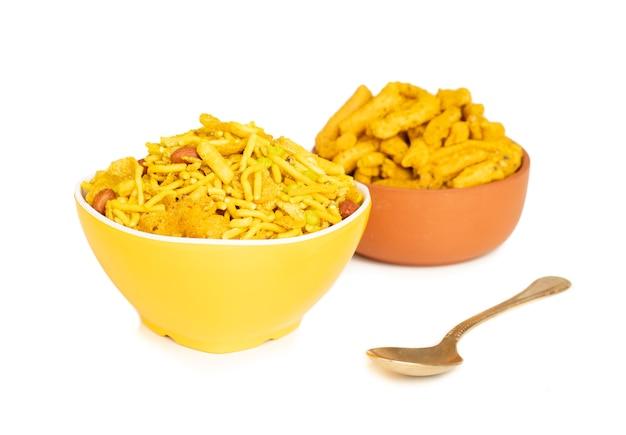 Indische süße und salzige mischung namkeen food mit ghantiya