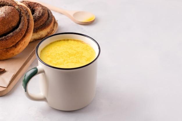 Indische traditionelle goldene milch