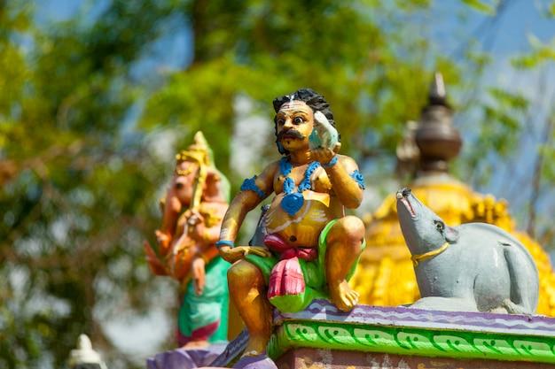Indische waren in einem tempel,