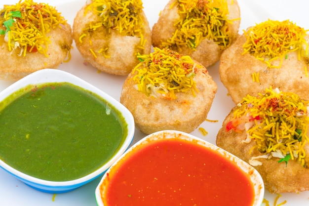 Indische würzige chaat artikel sev puri