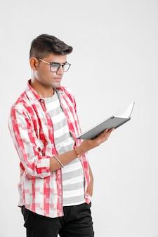Indischer collagenjunge in der studie