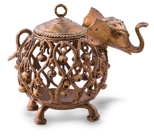 Indischer elefant mit glockenmetallkerzenhalter.