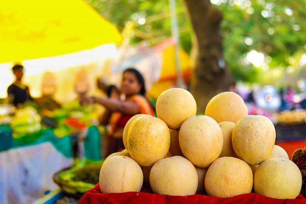 Indischer gemüsemarkt, gemüse essen