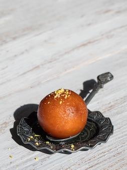 Indischer traditioneller süßer gulab jamun, nahaufnahme