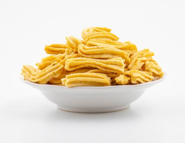 Indischer traditioneller würziger snack ghatiya