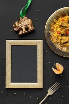 Indisches essen mit rahmen draufsicht