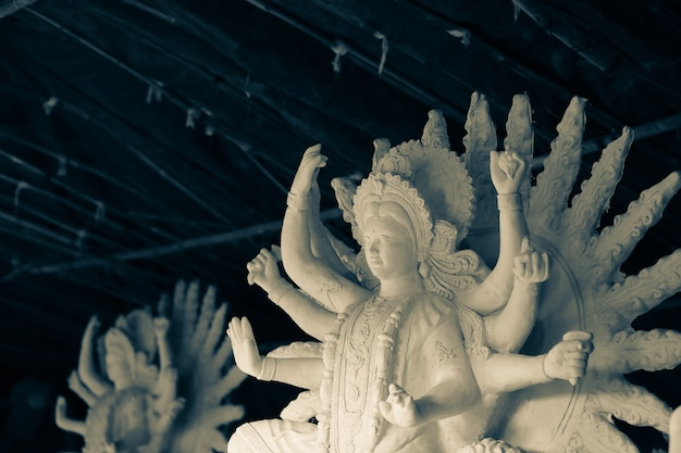 Indisches festival navratri, skulptur der göttin durga