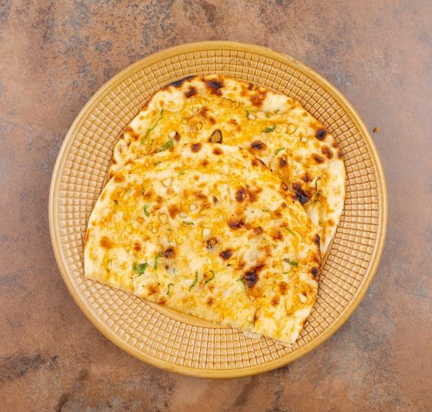 Indisches gesundes küche-knoblauchbrot oder knoblauch naan