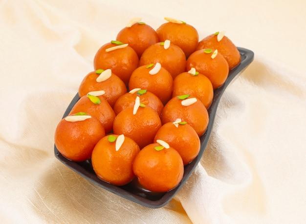 Indisches populäres dessert gulab jamun