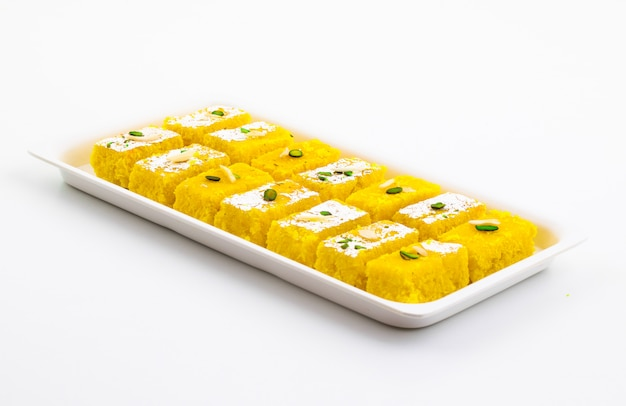Indisches populäres süßes lebensmittel khopara pak