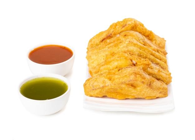 Indisches populäres tee-zeit-snack-brot pakora