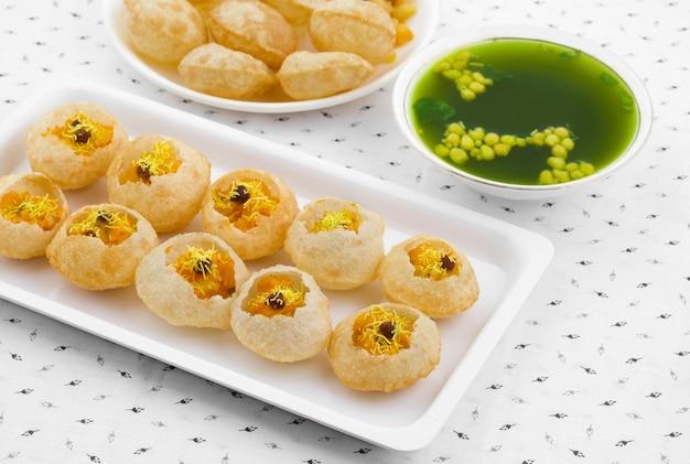 Indisches straßenessen pani puri
