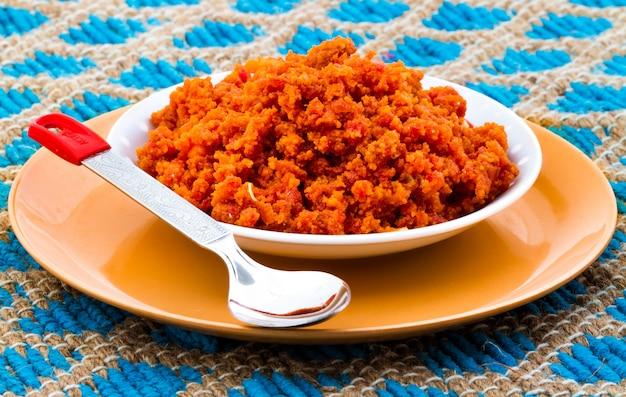 Indisches süßes essen karotte halwa