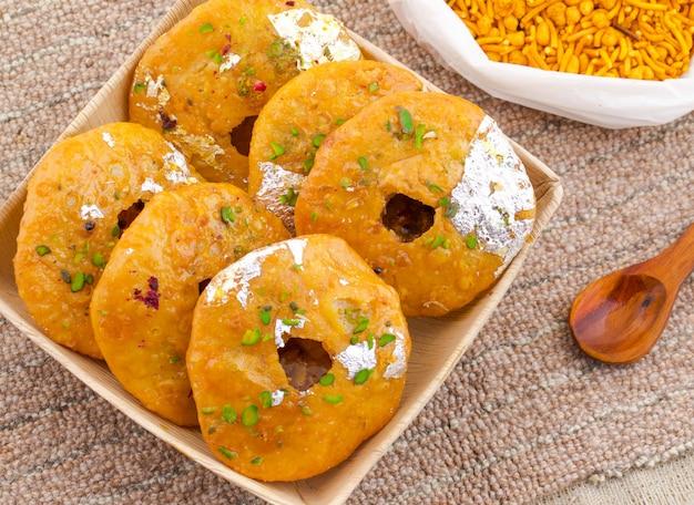 Indisches traditionelles süßes kachori