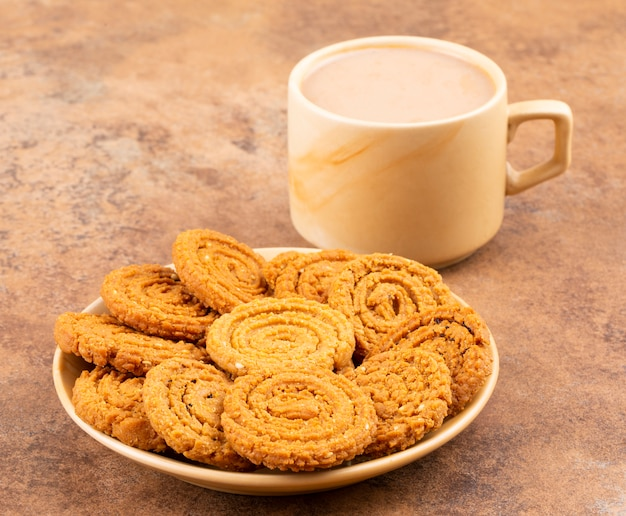 Indisches traditionelles tee-zeit-snack chakli