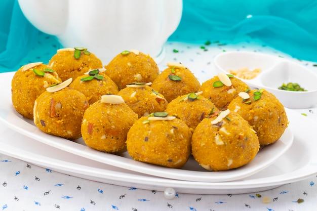 Indisches traditionelles winter süßes essen methi laddu