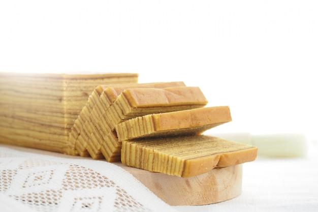 Indonesischer schichtkuchen ist ein lieblingskuchen für besondere feste