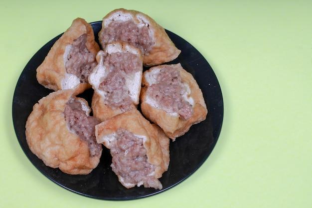 Indonesisches straßenessen: fleischklößchen