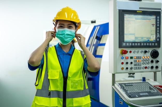 Industriearbeiter mit schutzmaske