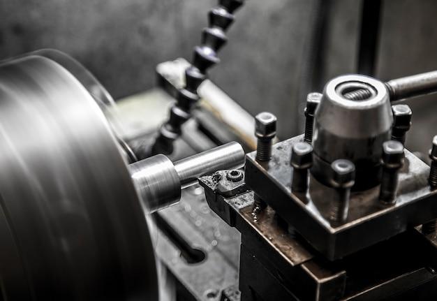 Industriedrehmaschine arbeit
