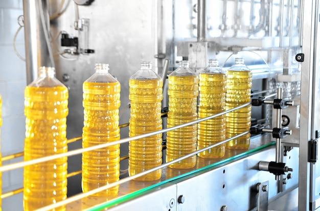 Industrielinie zur herstellung von sonnenblumenöl. automatisierte abfülllinie
