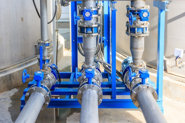 Industrielle motorwasserpumpe und wasserleitungen