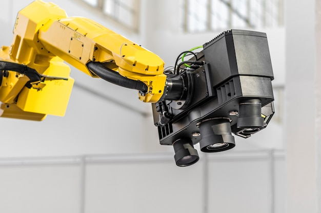 Industrieller 3d-scanner am roboterarm.