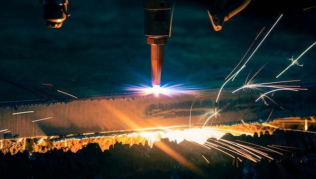 Industrielles cnc-plasmamaschinenschneiden von metallplatten