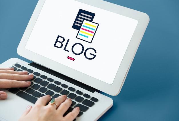 Informationsartikel, die auf einem gerätebildschirm bloggen