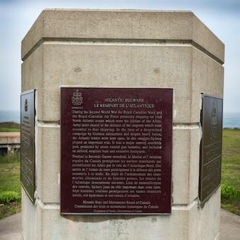 Informationszeichen am fort petrie, neues victoria, kap-breton-insel, neuschottland, kanada