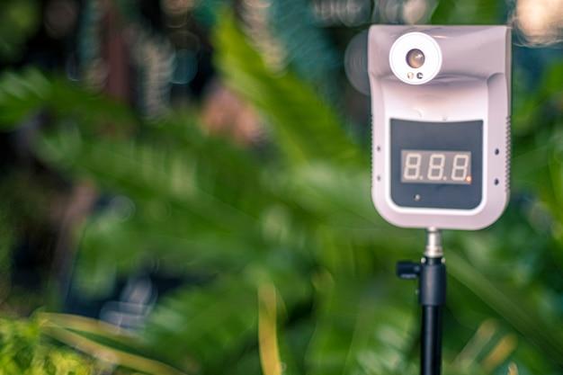 Infrarot-digitalthermometer zur berührungslosen körpertemperaturprüfung