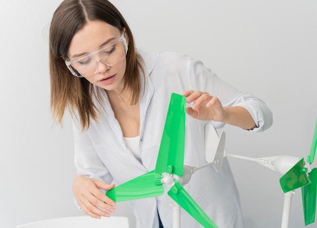 Ingenieur arbeitet an energieinnovationen