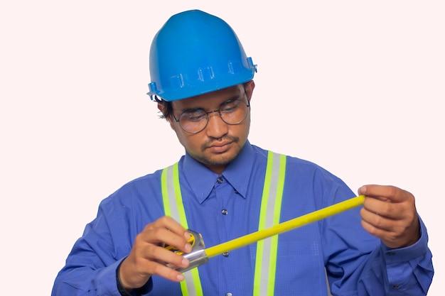 Ingenieur auf einem weißen hintergrund