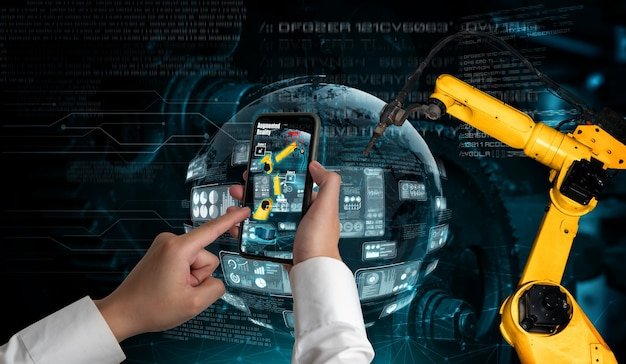 Ingenieur steuert roboterarme durch augmented-reality-industrietechnologie