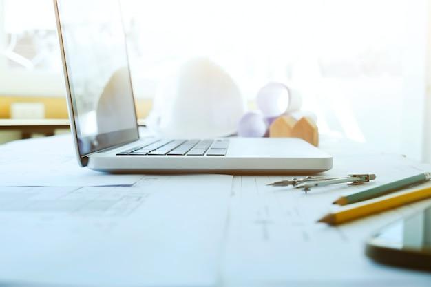 Ingenieur und architektur arbeiten desktop.