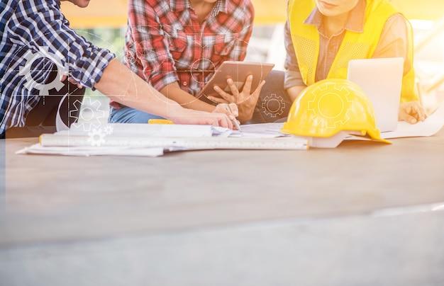 Ingenieur und teamwork, treffen für erfolgreiches projekt hochbau